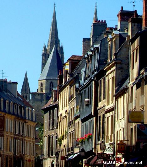 Caen - tight architecture
