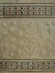 Decorative motiffs on the walls of the Taj