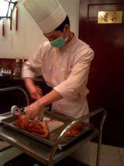 Jian Guo Gate Restaurant, the chef cutting the duck