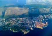Dubrovnik from the air (a landing airplane)