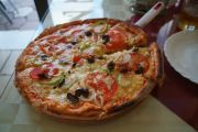 Natyr (vegetarian) pizza at the Erai Pizzeria.