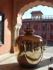 City Palace and the largest silver jar in the world. Rudi thinks there's a smile on the jar (