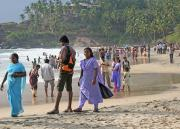 Kovalam Beach gets quite crowded late afternoon.