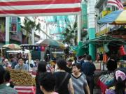 Crowded market in Chinatown