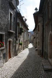 narrow streets in Opi