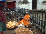 Nutselling, colourful old lady near Padmanabha Temple