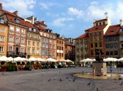 Old Town Market Square (Rynek Starego Miasta) with the statue of the Warsaw Mermaid.